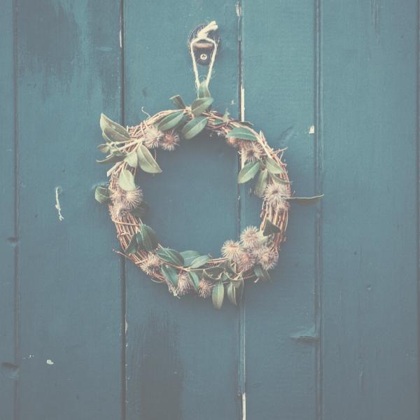 year-round-front-door-wreaths