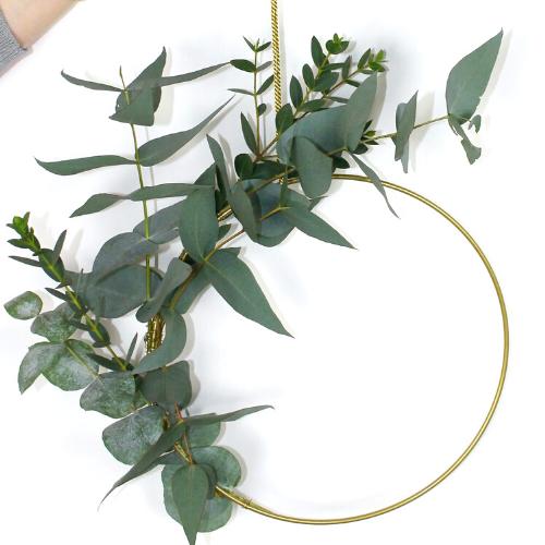 minimalist-foliage-wreath