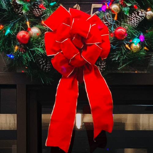 red-and-gold-wreath-bow