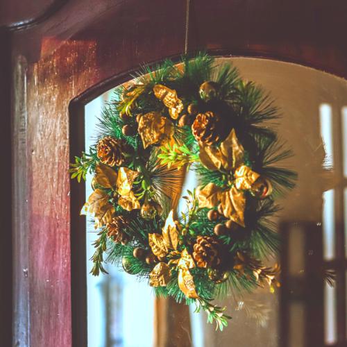 wreath-mirror