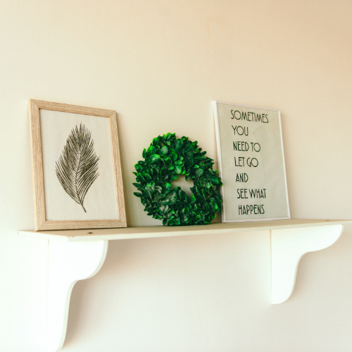 wreath-on-shelf