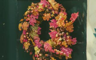 faux-wreaths-for-front-door